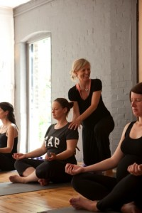 Power yoga-pregnancy class--3
